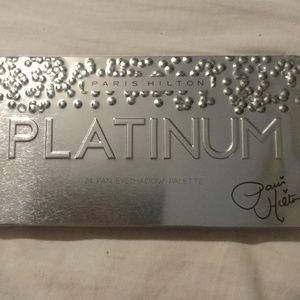 24 pan eyeshadow pallet by Paris Hilton